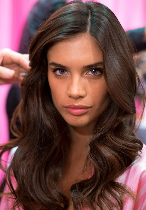 Sara Sampaio – 2015 Victoria's Secret Fashion Show in New York City, Dressing Room