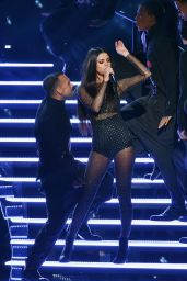 Selena Gomez Performs at 2015 American Music Awards in Los Angeles