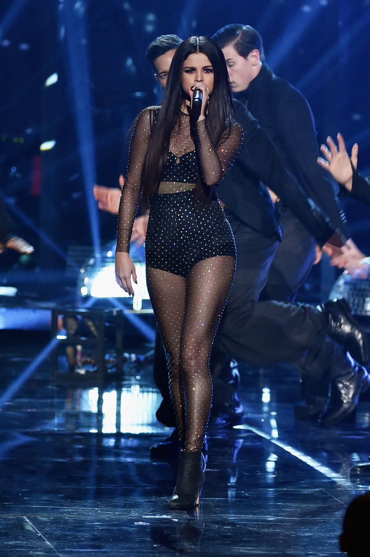 selena gomez performs at 2015 american music awards in los