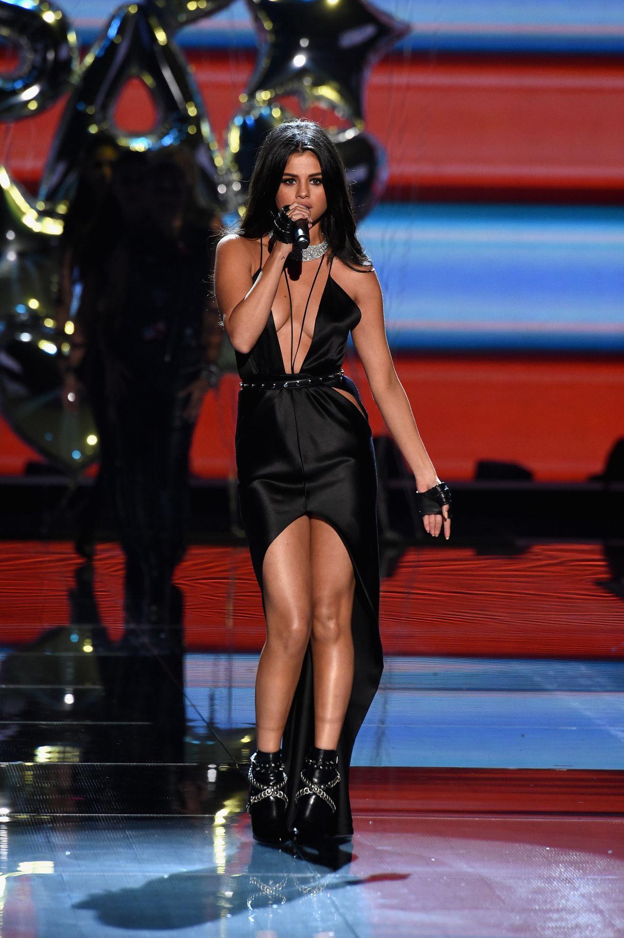 Selena Gomez Performs At Victoria S Secret Fashion Show