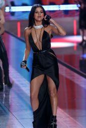 Selena Gomez - Performs at Victoria