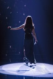 Selena Gomez - Performs at Victoria