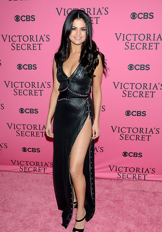 Selena Gomez – Victoria's Secret Fashion Show in New York, November 2015
