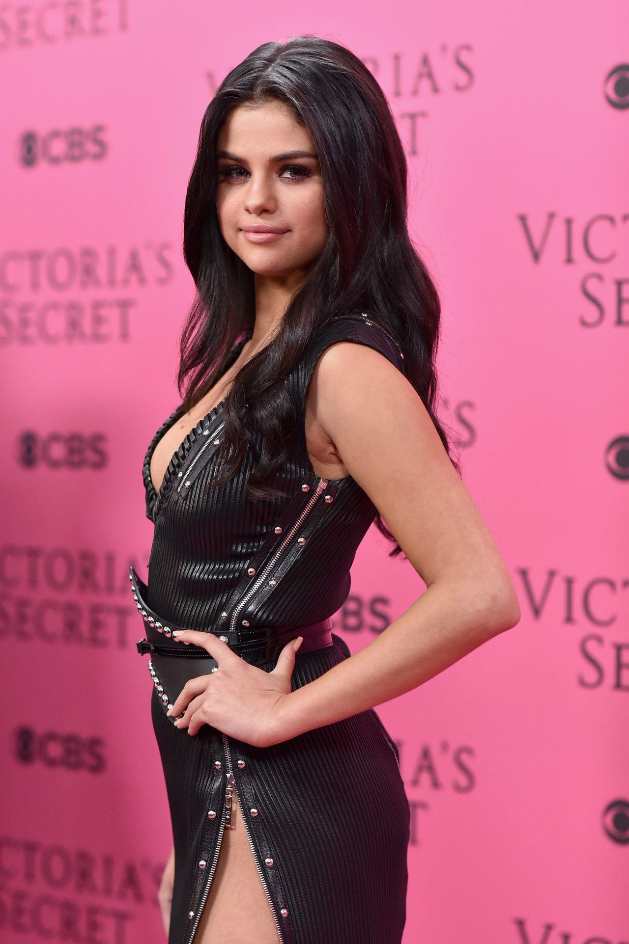 Selena Gomez Victoria S Secret Fashion Show In New York
