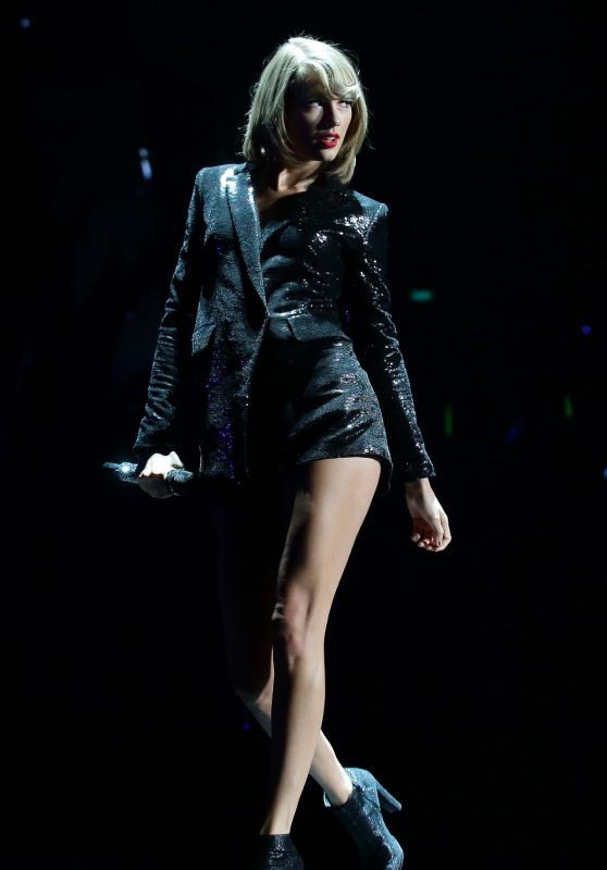 Taylor Swift Performs at 1989 World Tour in Singapore