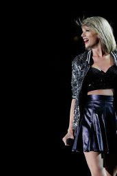 Taylor Swift -Performs at 1989 World Tour in Sydney, 11/28/2015