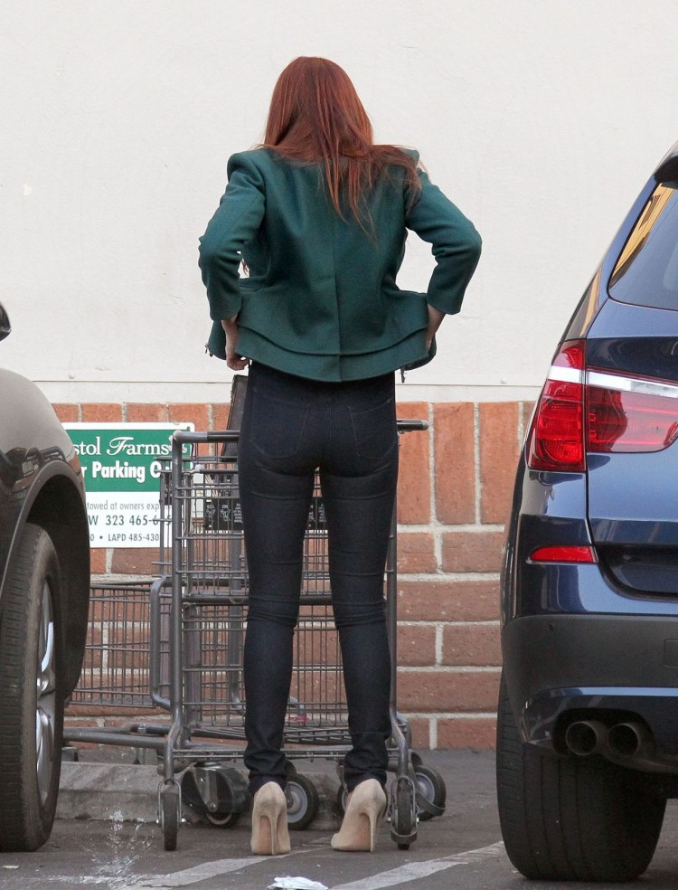 ali-larter-booty-in-tight-jeans-grocery-shopping-in-west-hollywood-december-2015-_5