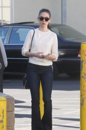 Alison Brie - Shopping in Los Angeles, December 2015
