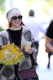 Alyson Hannigan - Picks Up a Oversized Decorative Sunflower at Her Local Santa Monica Farmers Market, 12/9/2015
