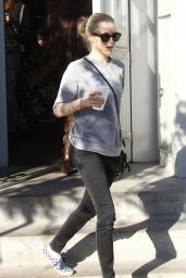 Amanda Seyfried Street Style - Getting Coffee in West Hollywood, December 2015