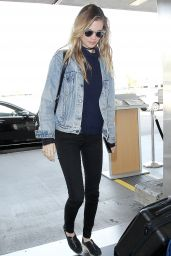 Behati Prinsloo at LAX Airport, December 2015