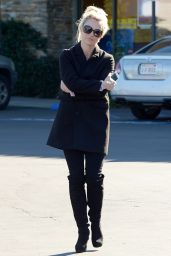 Britney Spears - Shopping in Calabasas, December 2015