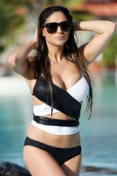 Casey Batchelo Hot in Bikini - Tennerife 12/24/2015