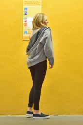 Chloë Moretz in Leggings -