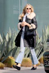 Chloe Sevigny Casual Style - Shopping in Venice, December 2015