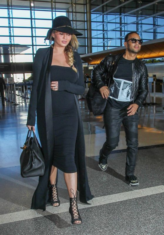 Chrissy Teigen Airport Style - LAX in Los Angeles 12/25/2015
