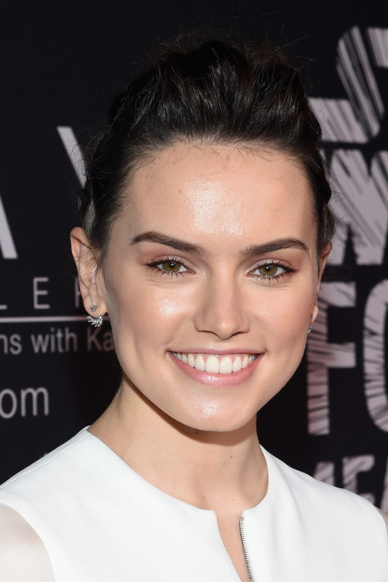 Daisy Ridley Star Wars Force 4 Fashion In Nyc