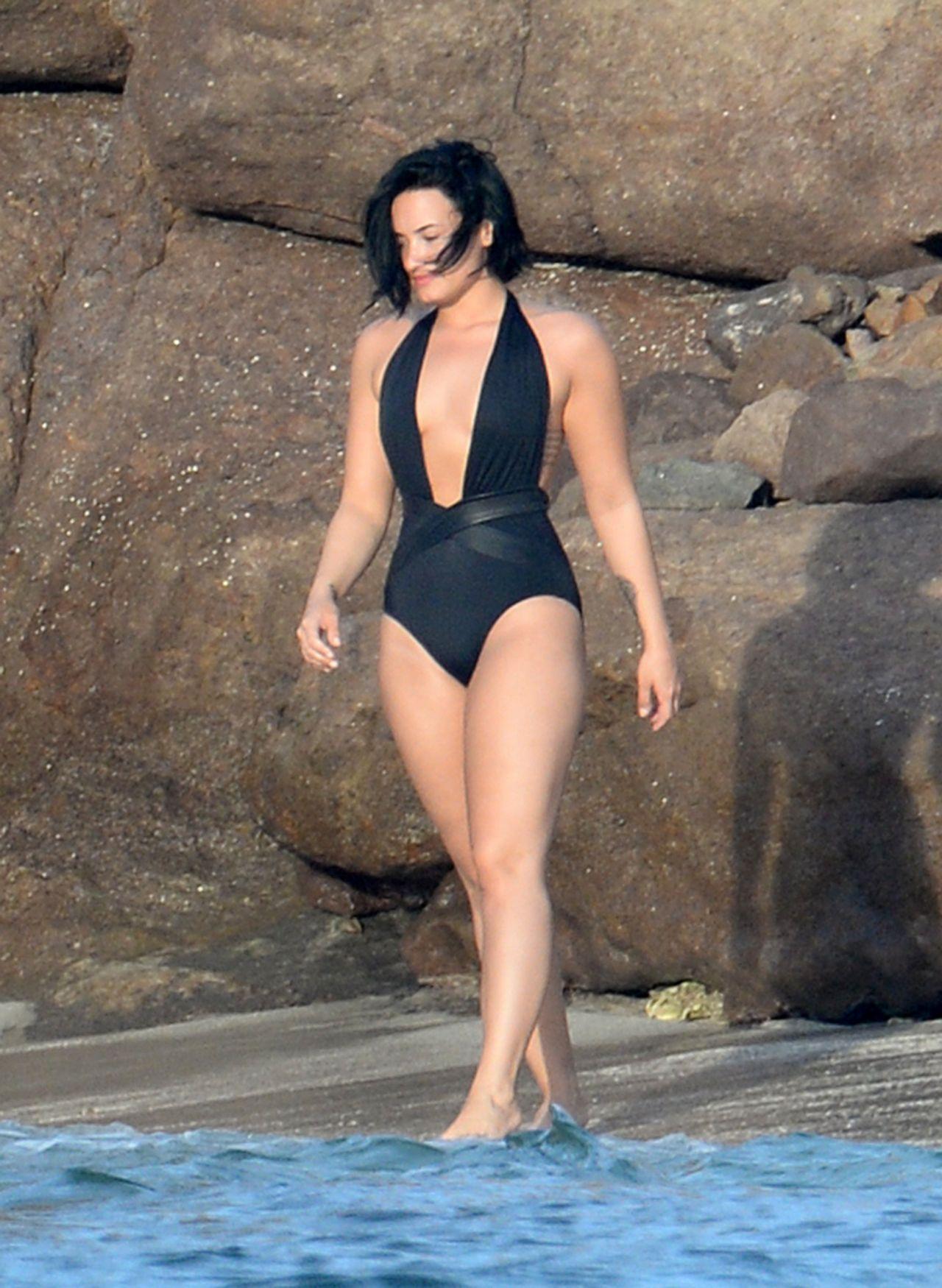 Demi Lovato Wearing A Swimsuit In St Barts 12 17 2015