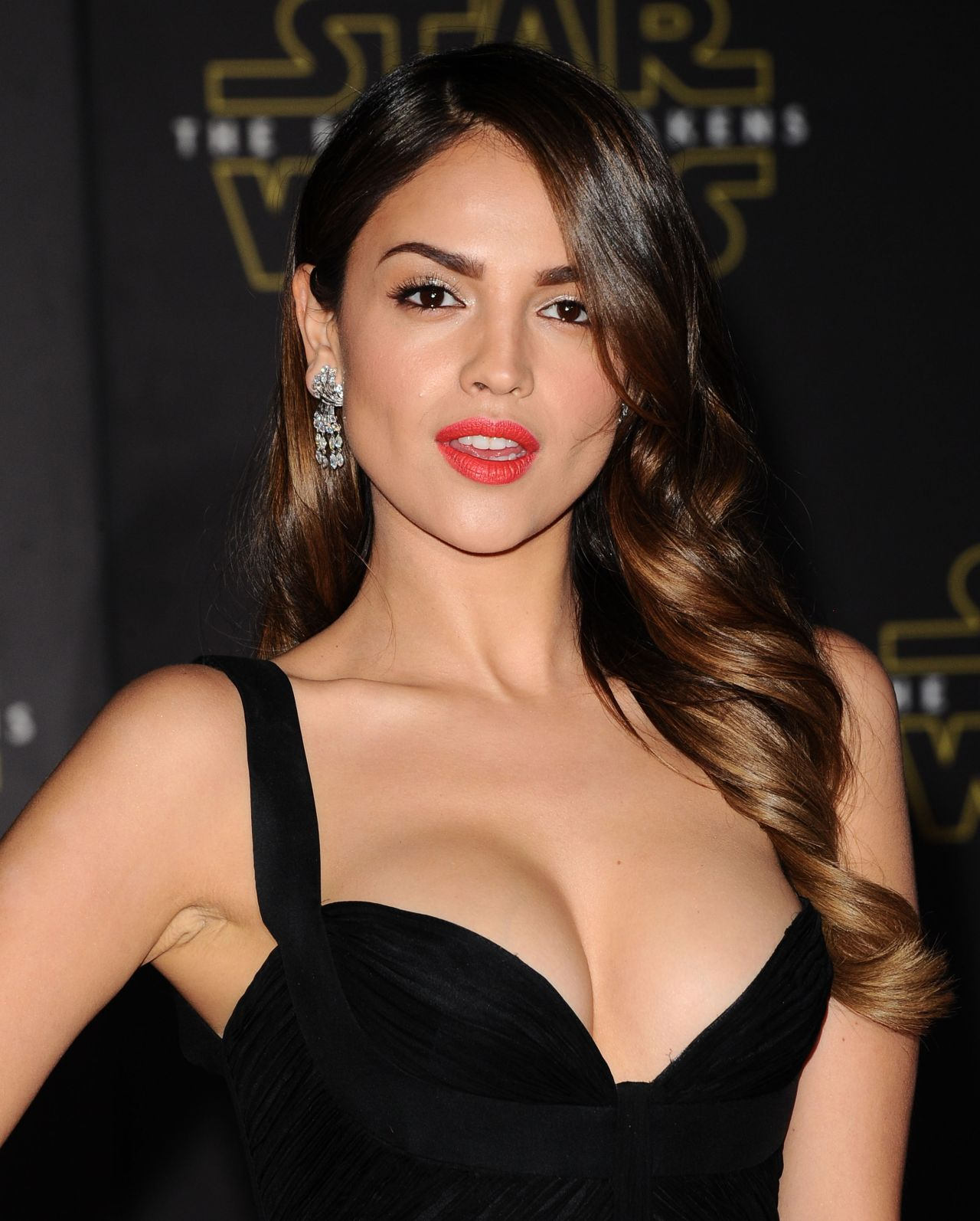 eiza gonzalez  u2013 star wars  the force awakens premiere in
