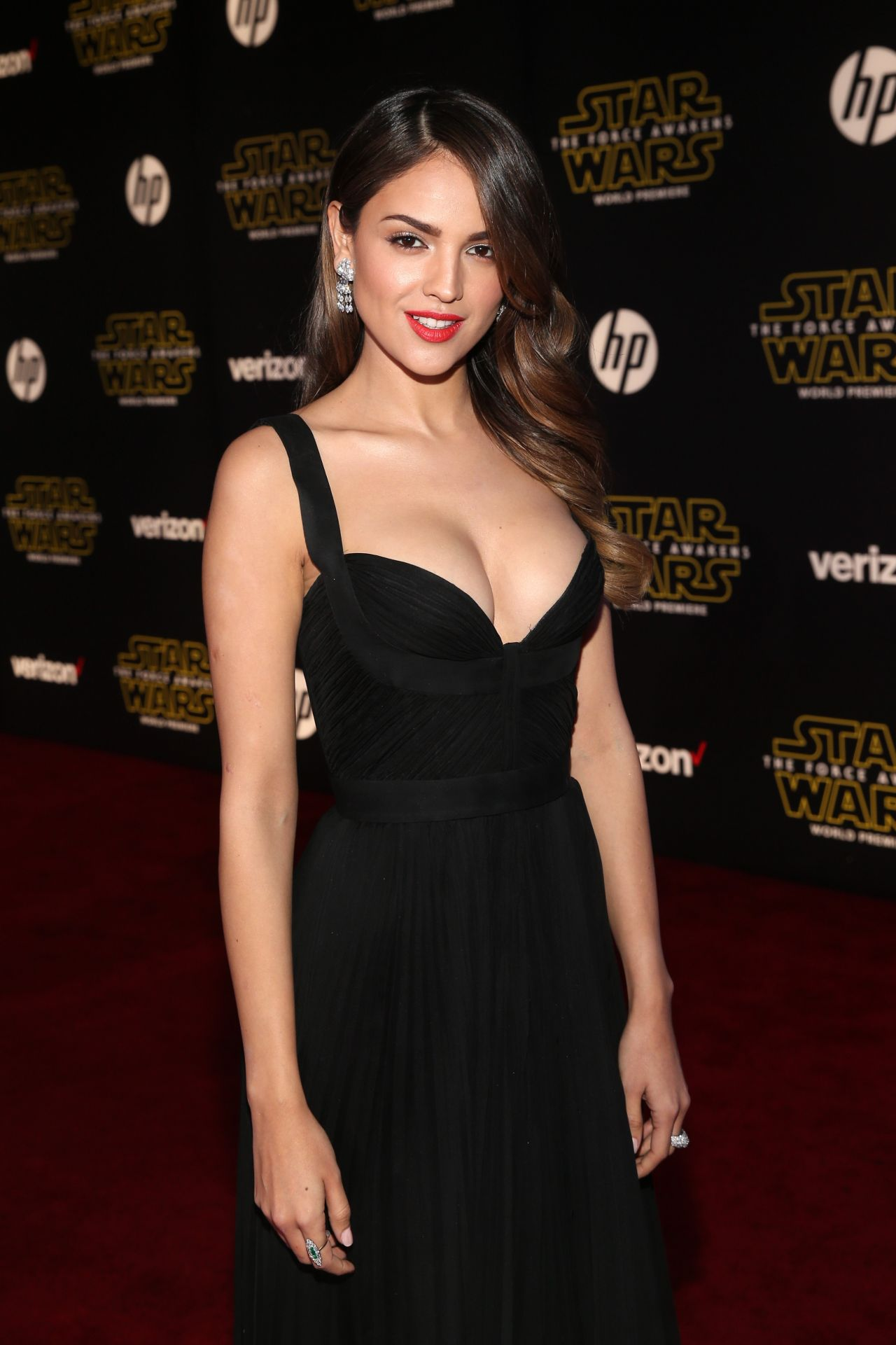 Celebs at 'Star Wars' premiere offer glowing reviews ...