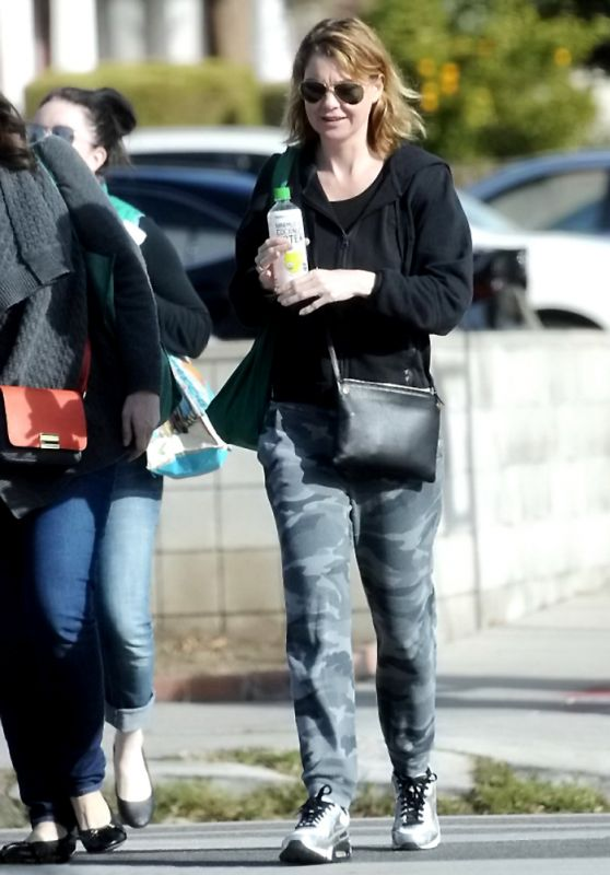 Ellen Pompeo - Grocery Shopping in Los Angeles, December 2015