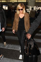 Ellie Goulding Airport Style - LAX in Los Angeles, December 2015