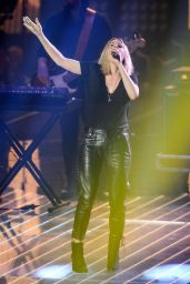 Ellie Goulding Performs at