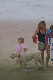 Elsa Pataky and Chris Hemsworth Take Their Kids to the Beach, December 2015