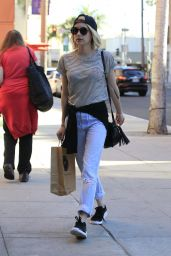 Emma Roberts - Shopping in Los Angeles, December 2015