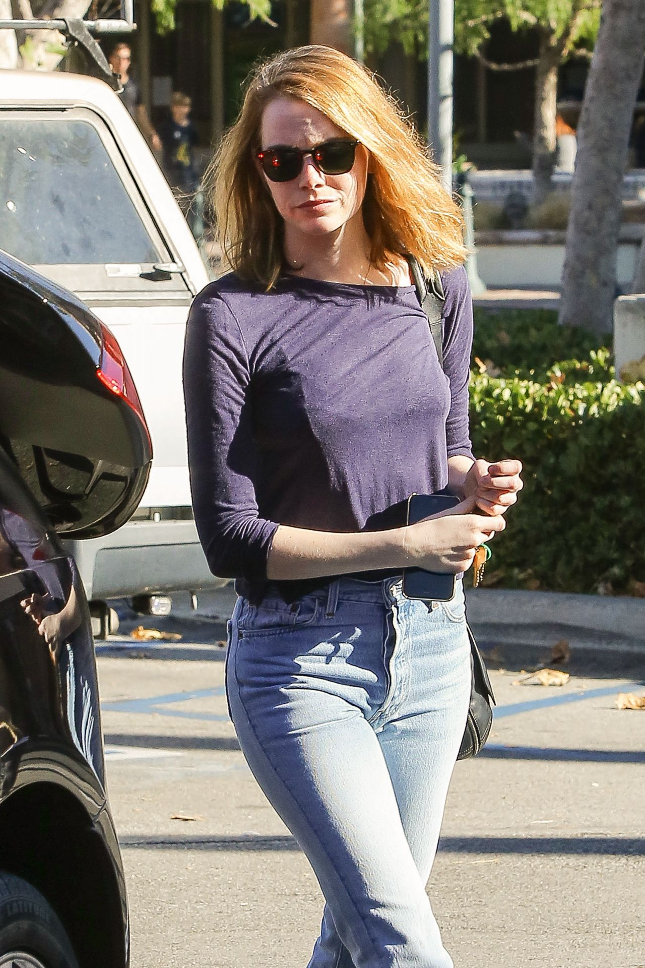 emma stone in jeans shopping at ralphs in malibu