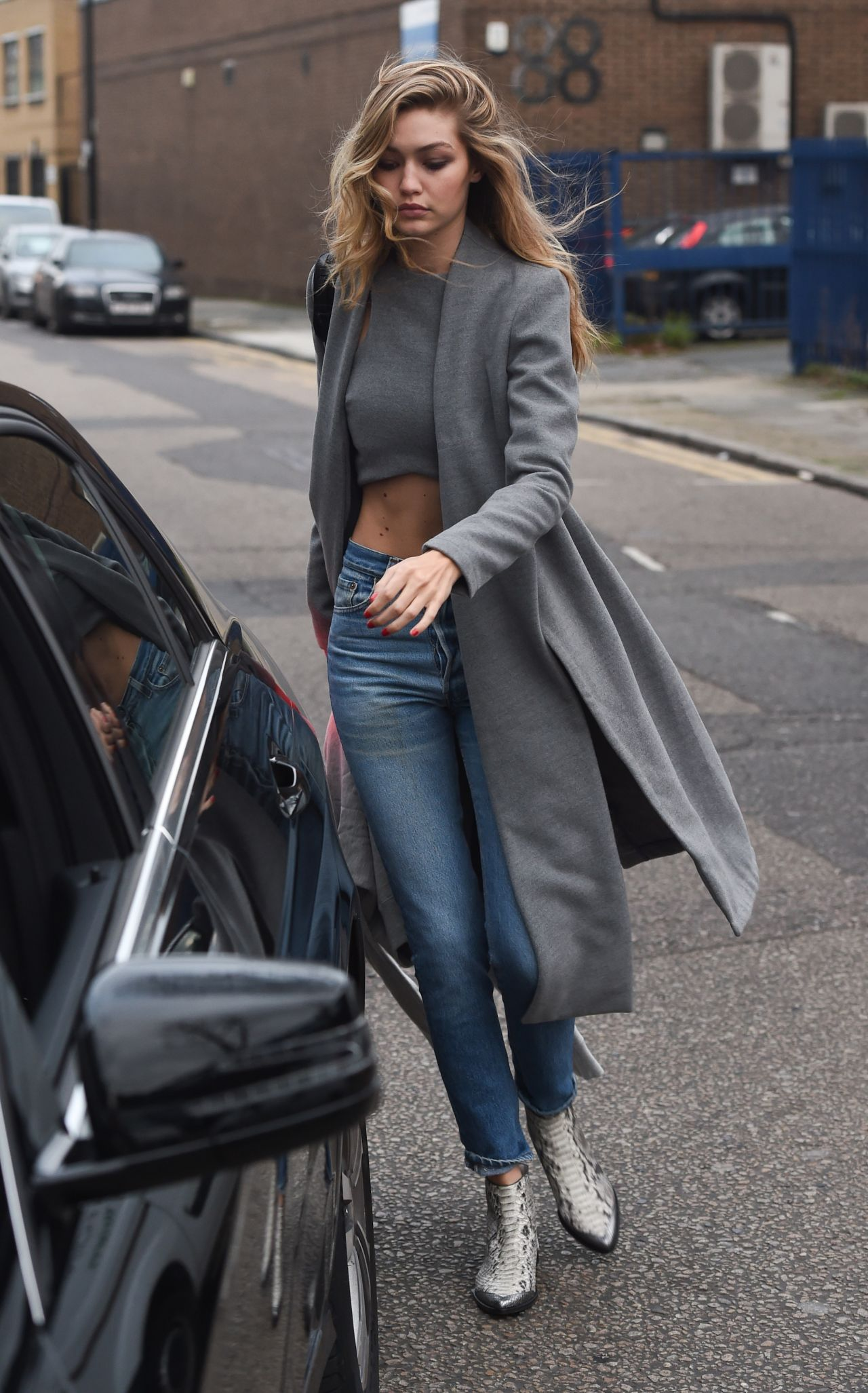 Gigi Hadid Casual Style Leaving Photo Studios In London