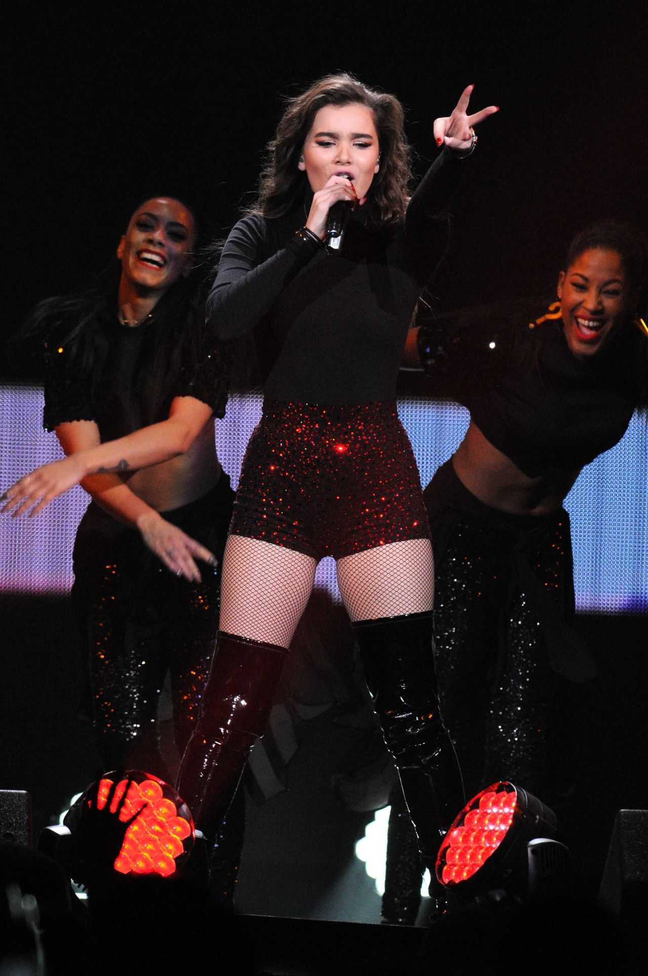 Hailee Steinfeld 93 3 Flz S 2015 Jingle Ball At Amalie