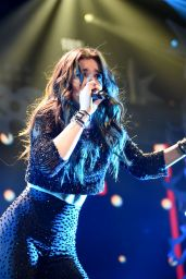 Hailee Steinfeld Performs at 102.7 KIIS FM