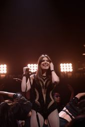 Hailee Steinfeld Performs at Q102
