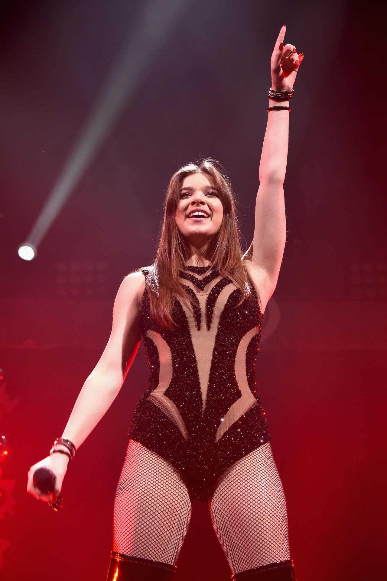 Hailee Steinfeld Performs At Q102 S Jingle Ball 2015 In