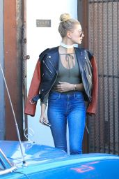 Hailey Baldwin in Tight Jeans - Shopping in Beverly Hills, December 2015