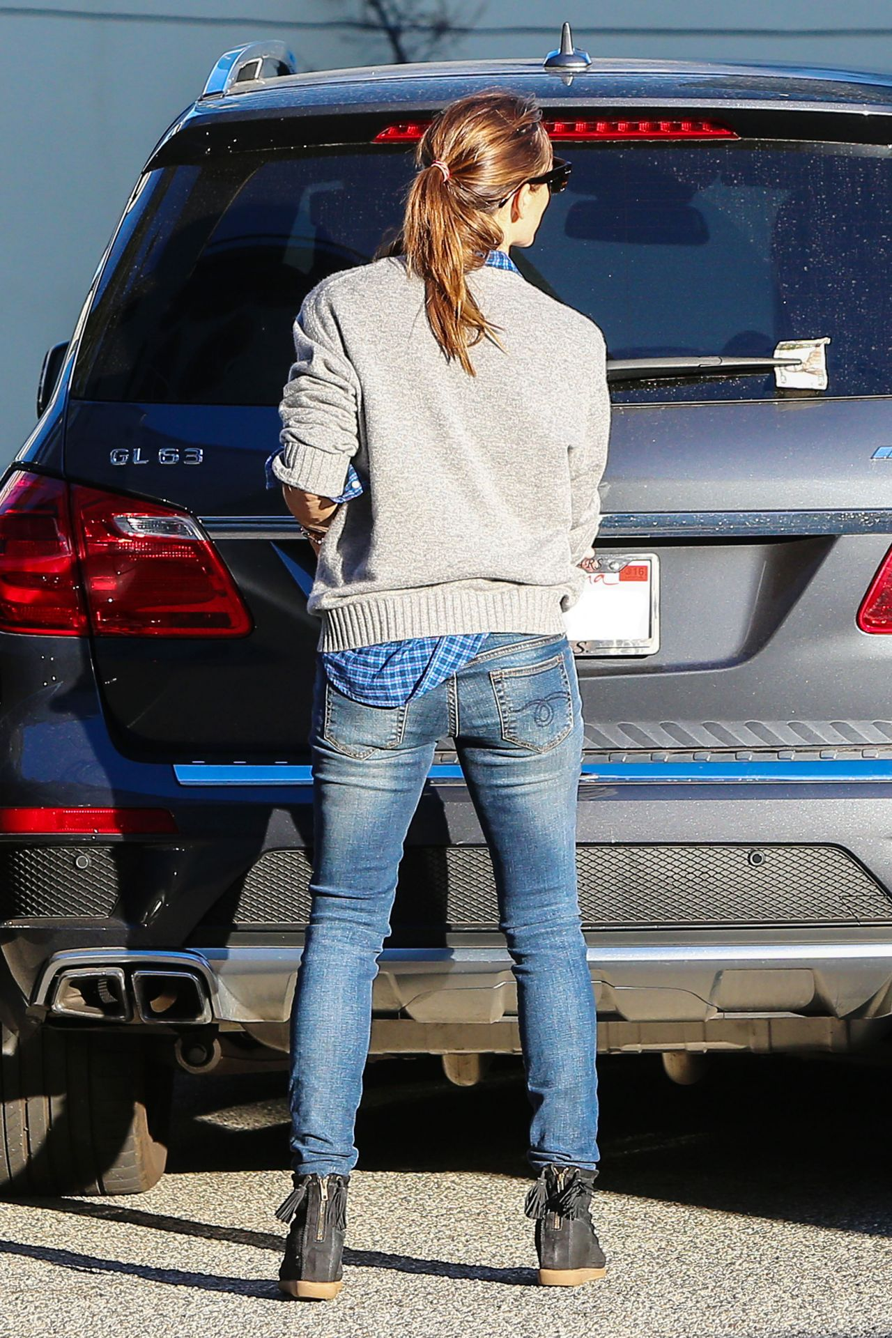 Jennifer Garner in Jeans Out in Santa Monica December 2015