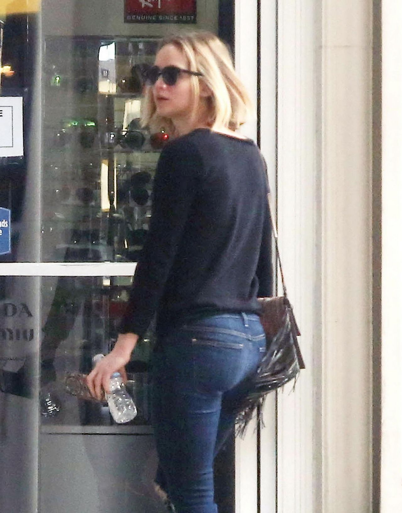 jennifer lawrence in ripped jeans december 2015