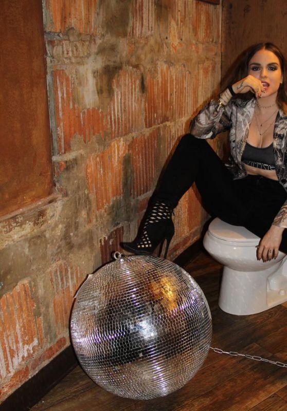 Joanna Jojo Levesque Social Media Pics – December 2015
