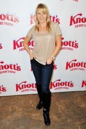Jodie Sweetin – Knott's Merry Farm Countdown to Christmas & Tree Lighting, December 2015