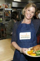 Julie Bowen - Volunteers at