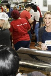 Julie Bowen - Volunteers at