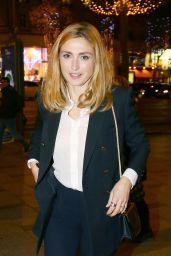 Julie Gayet - Arrives at the