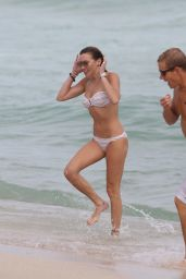 Katie Cassidy BIkini Candids - at the Beach im Miami 12/27/2015