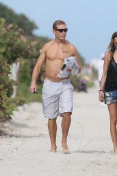 Katie Cassidy BIkini Candids - at the Beach im Miami 12/27/2015