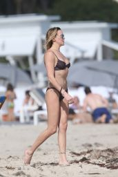 Katie Cassidy Hot in Bikini - Miami 12/21/2015