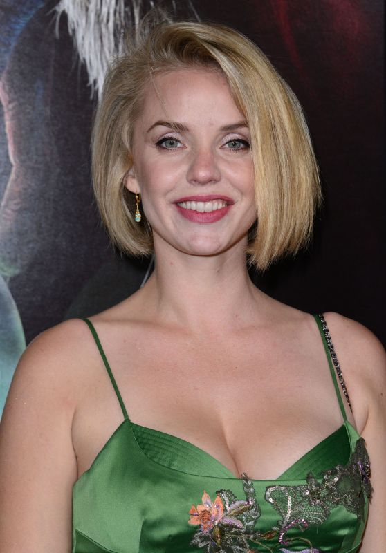 Kelli Garner – Universal Pictures' 'Krampus' Screening in Hollywood