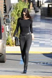 Kendall Jenner Booty in Tight Jeans - Out in Calabasas 12/12/2015