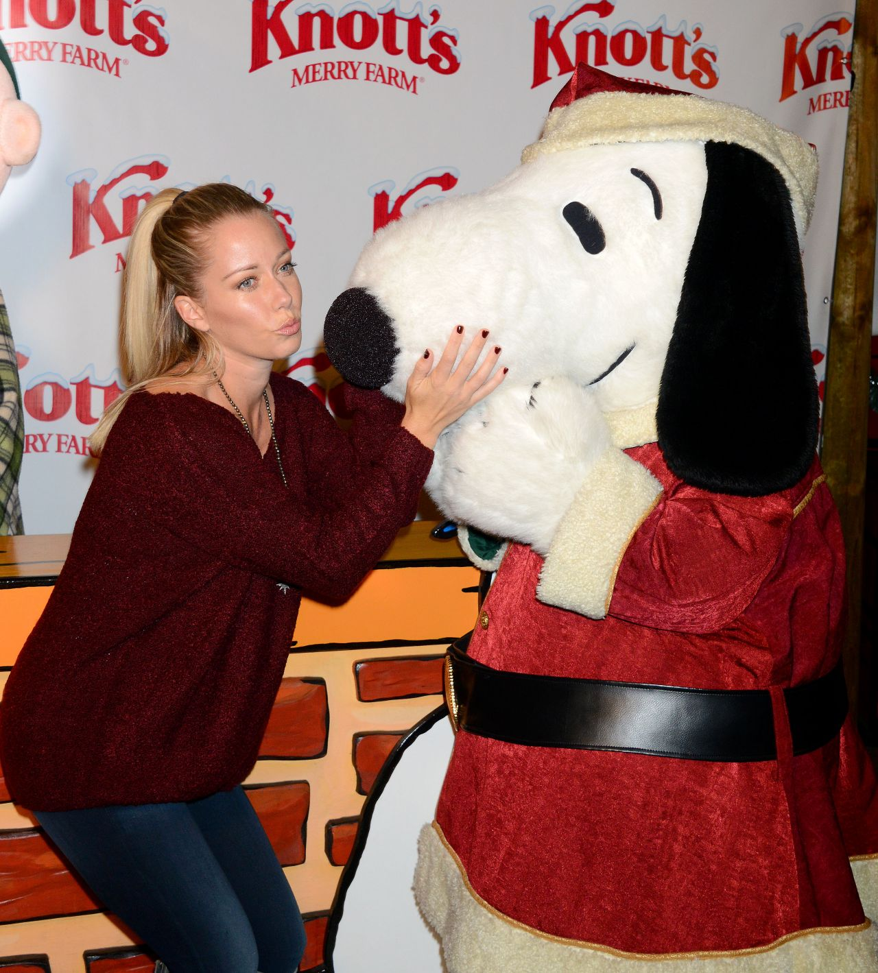 Kendra wilkinson knotts merry farm countdown to christmas kendra wilkinson knott aloadofball Image collections