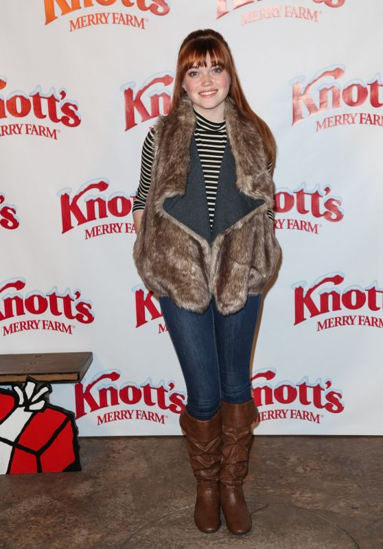 Kennedy Slocum – Knott's Merry Farm Countdown to Christmas & Tree Lighting, December 2015